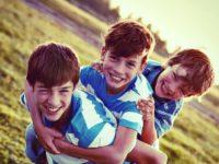 É Normal! Um Guia por Idade Sobre o Que Esperar de Crianças e Adolescentes