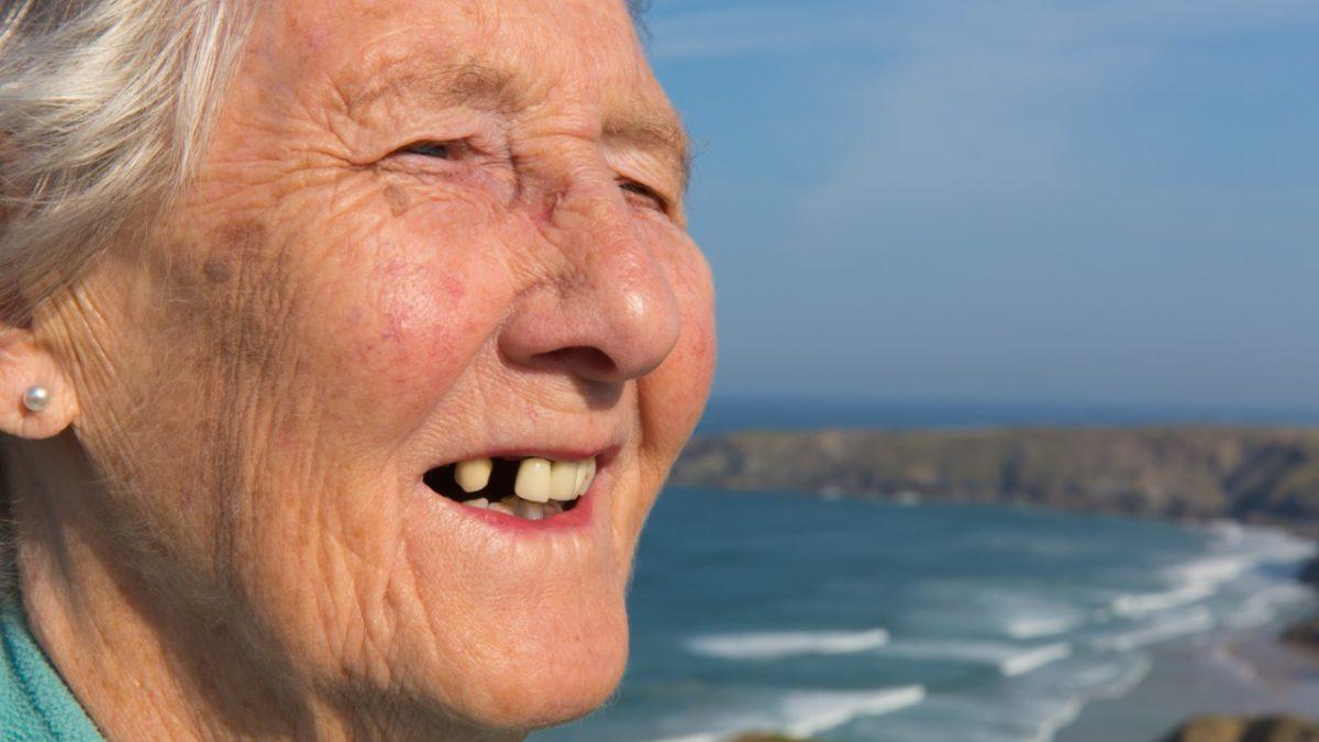 A banalização dos dentes ausentes: tira que nasce outro.